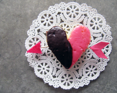 Black & White Cookie Valentines  // take a megabite