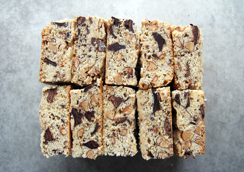 Chocolate Chunk Cookie Bars // take a megabite