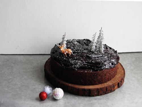 Chocolate Cake + Oh My Ganache // take a megabite