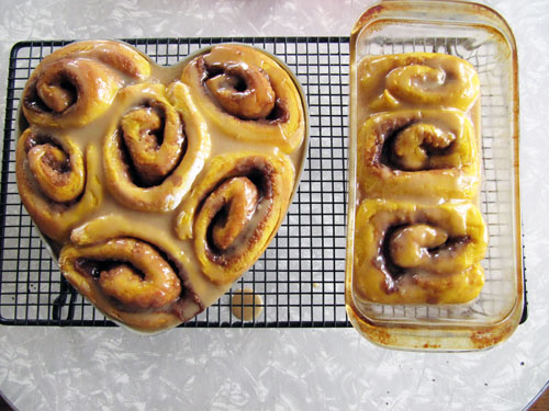 Pumpkin Cinnamon Rolls {No-Knead} + Brown Sugar Glaze