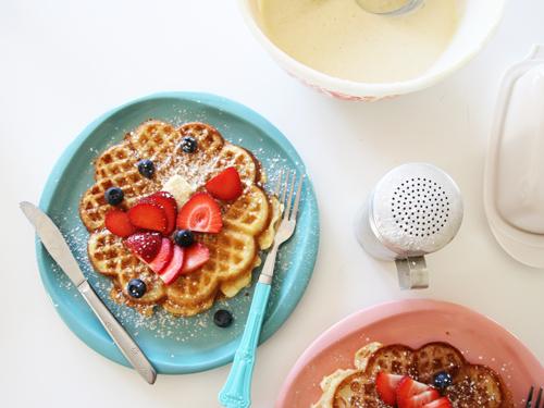 Super Crispy Brown Butter Yeast Waffles (serves 8, makes 16)